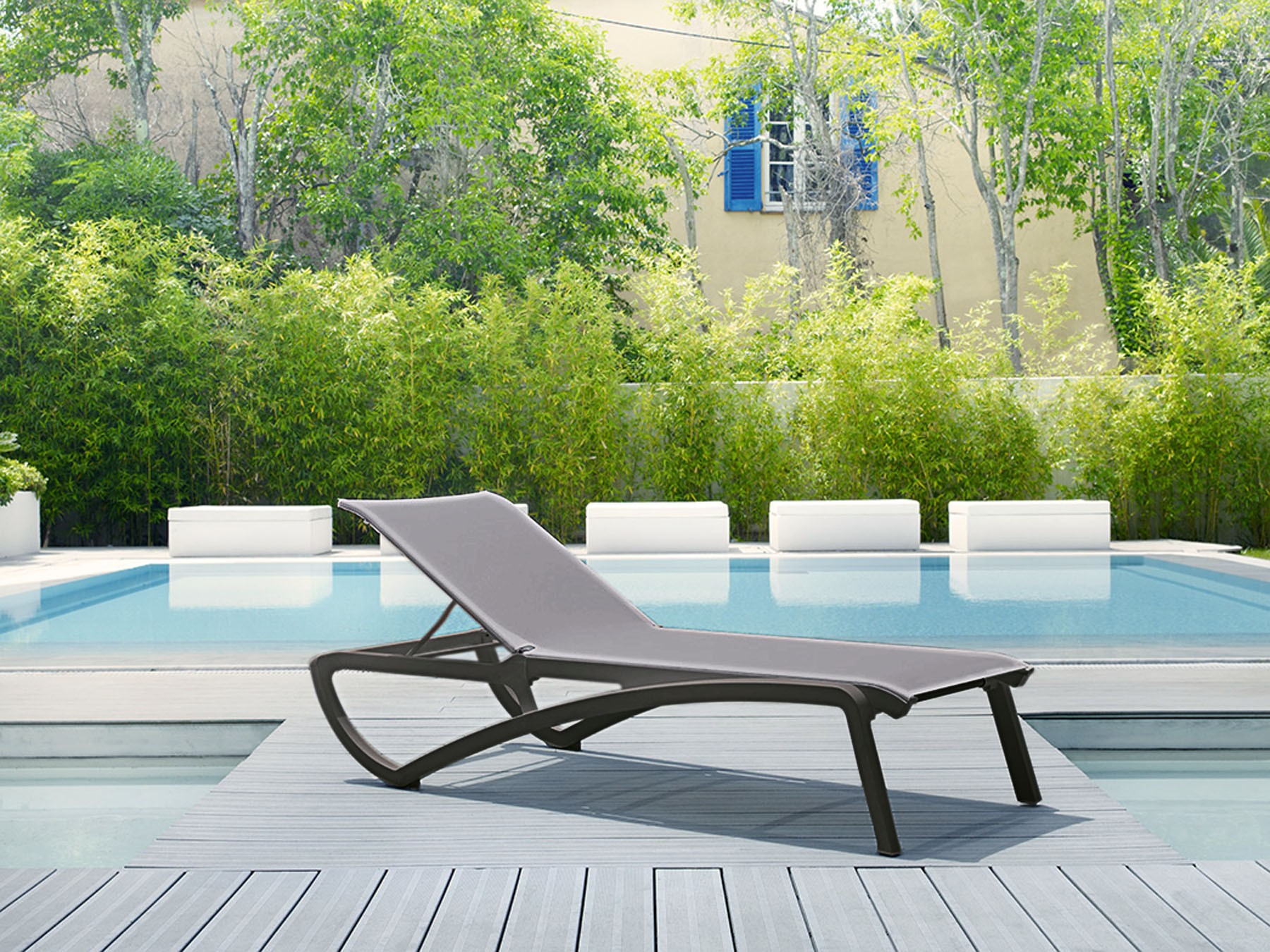 Grosfillex chaise lounge elegant axis ii indoor chaise for Chaise de soleil longue